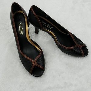 Soft Style by Hush Puppies Sz 8 pleated vamp heels